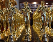 Oscar statuettes are lined up in a local souvenir shop 10 days prior to this year's upcoming Oscars, the 85th Academy Awards, in Hollywood, California, on February 14, 2013. The ceremony is scheduled for February 24, 2013.  AFP PHOTO / JOE KLAMAR