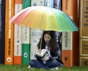 Teenage-Girl-Reading-at-H-001
